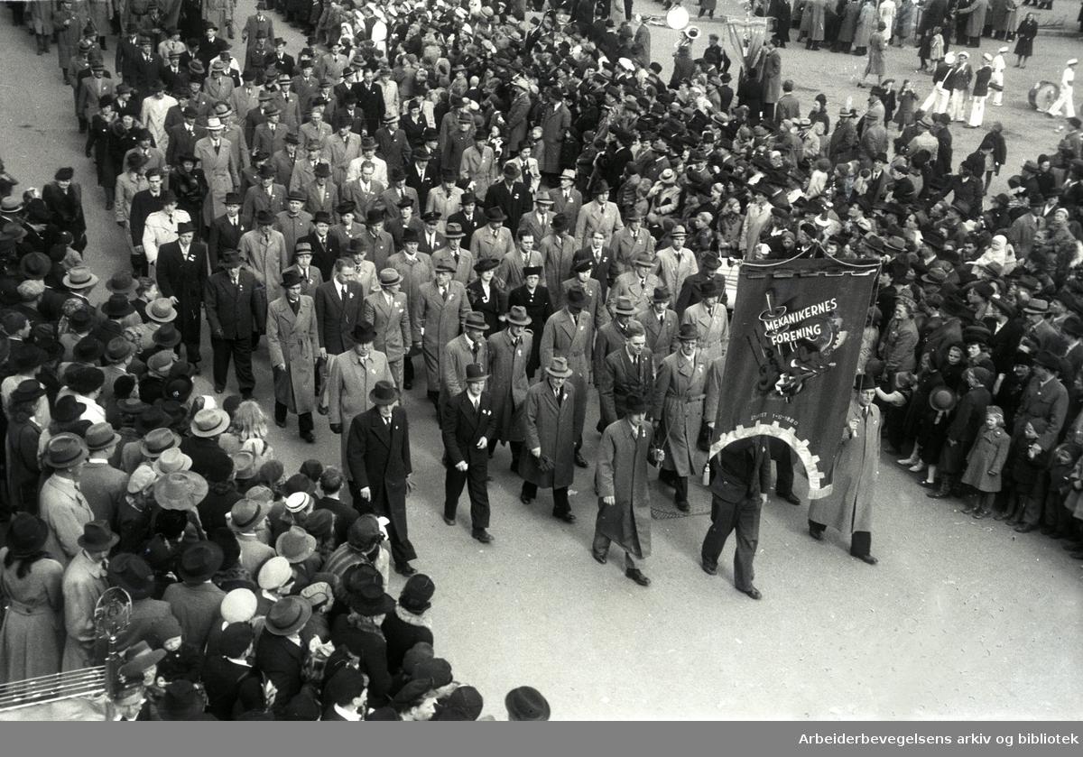 1. mai 1947 i Oslo. Fane: Mekanikernes Forening.