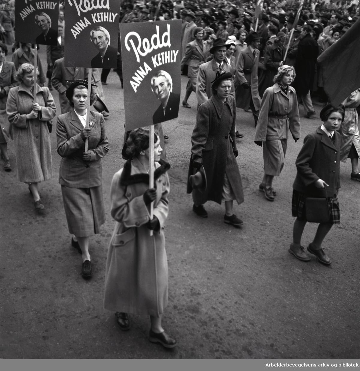 1. mai 1951, demonstrasjonstoget. Parole: Redd Anna Kethly.