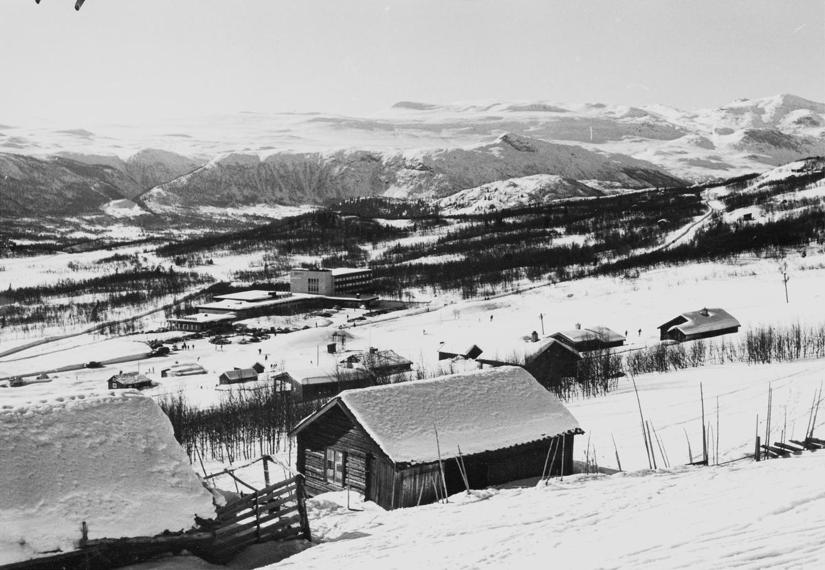 Beitostølen med Beito Høyfjellshotell midt i bilde