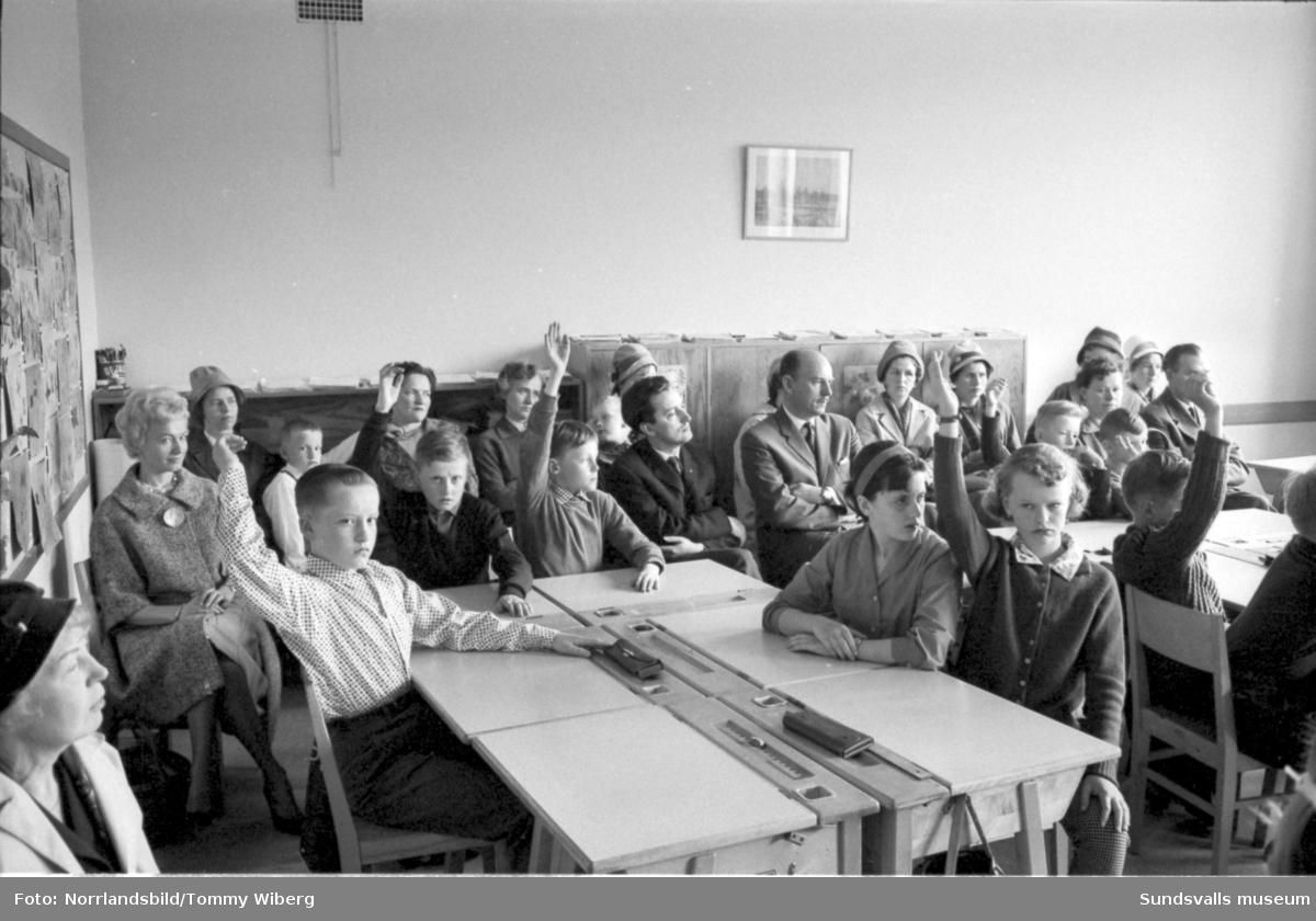 Sankt Olofsskolan bjuder in till åhörardag i klassrummet. Det ser ut att ha varit en allvarsam historia för såväl elever som föräldrar.