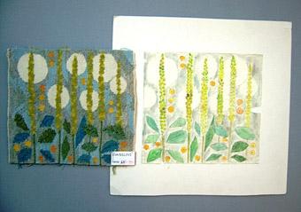 Flamskväv och färgskiss till mönstret KUNGSLJUS komponerat av Anna Hådell tidigt 1970-tal. Gula blomstänglar med blågröna blad mot ljublå botten med vita rundlar. Arbetsritning 29x28cm finns. WLHF 1014:1 - Flamskväv. Ull- och lingarn på linnevarp. Mäter 22x25 cm. WLHF 1014:2 -  Färgskiss. Vattenfärg på transparant papper, limmad på kartong. Osignerad  skiss av Anna Hådell. Mått: 35x36 cm.