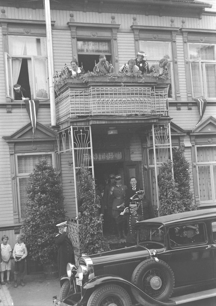 Jubileumsutstillingen i Levanger 1936 - kong Haakon ved Backlunds Hotel