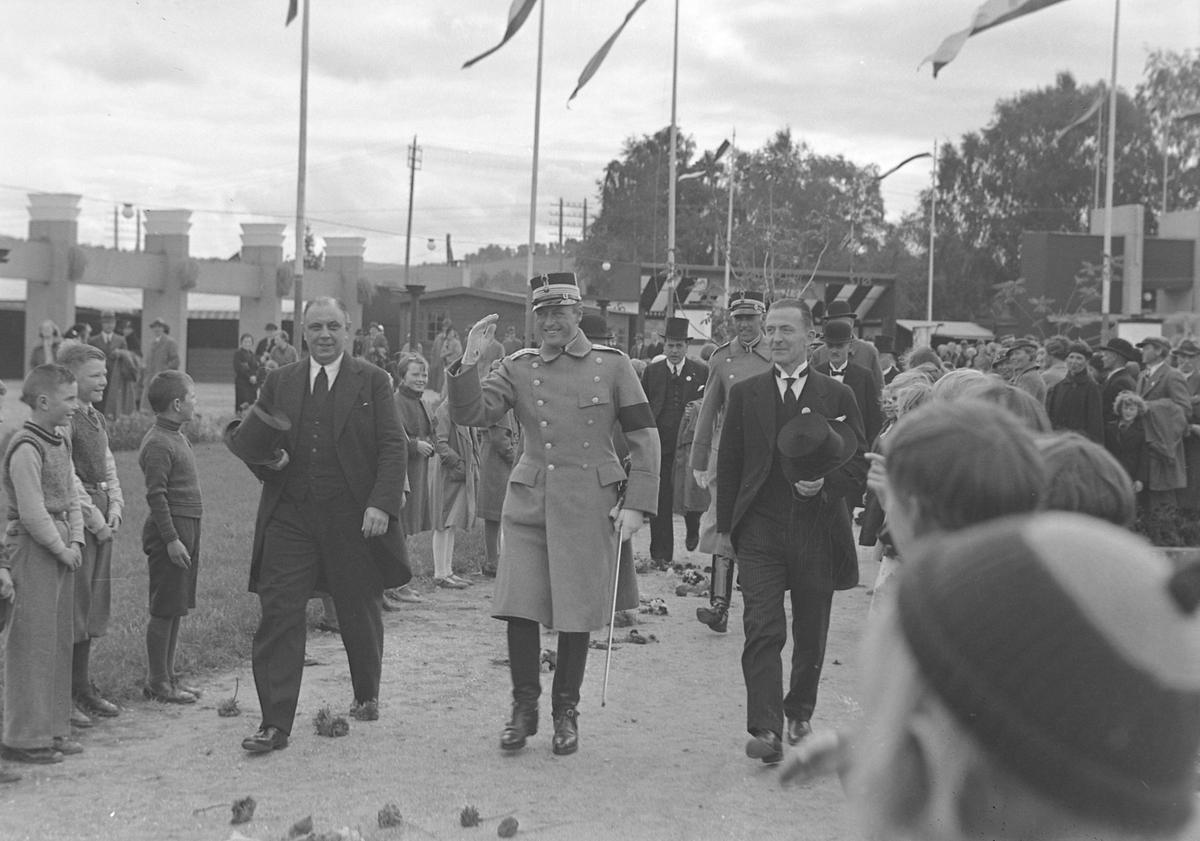 Jubileumsutstillingen i Levanger 1936 - kronprins Olav på utstillingen