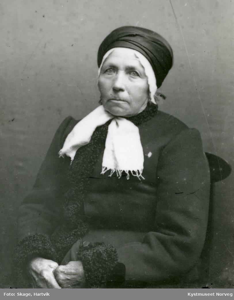 Eldre ukjent kvinne med skaut