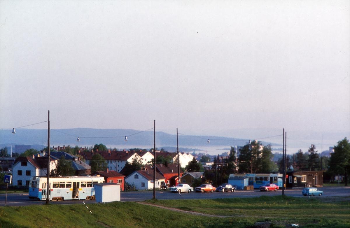 Disen trikkesløyfe med HØKA-vogner. Grefsenveien, Kjelsåsbanen, Oslo Sporveier.