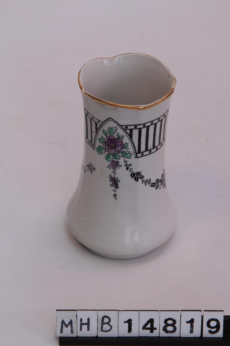 Vase med geometrisk og blomsterdekor motiv. Modell: Victor