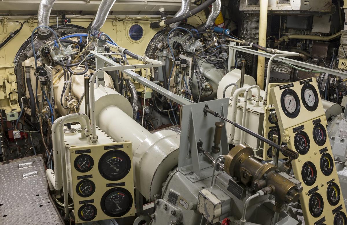 Rolls-Royce Proteus gasturbiner inne i robotbåten HMS VÄSTERVIK´s maskinrum.