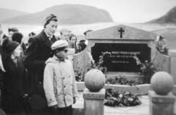 Avduking av minnesmerket over sogneprest Modolf Wergeland As
