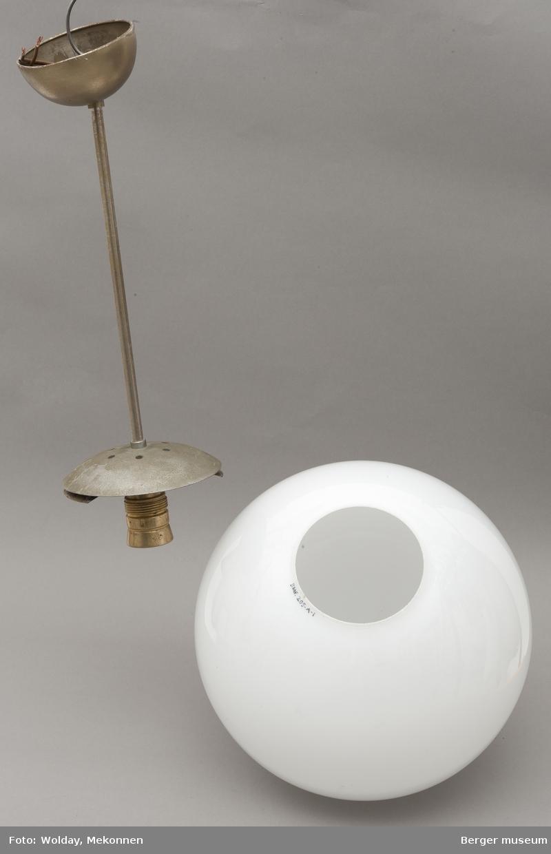 Lampekuppel i hvitt, opakt glass