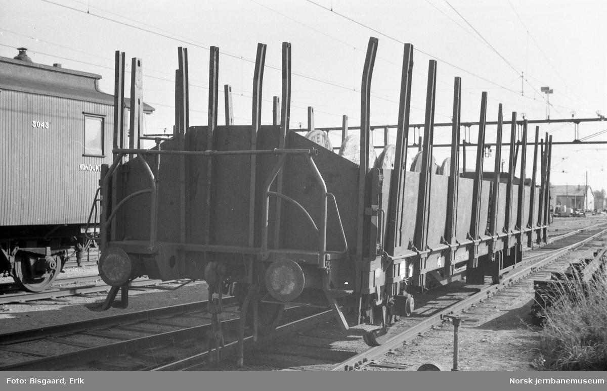 Plattformvogn litra Os på Ski stasjon