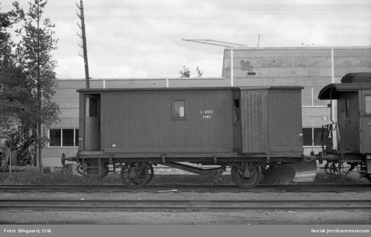Sporrenser litra Xs nr. 6957 på Elverum stasjon