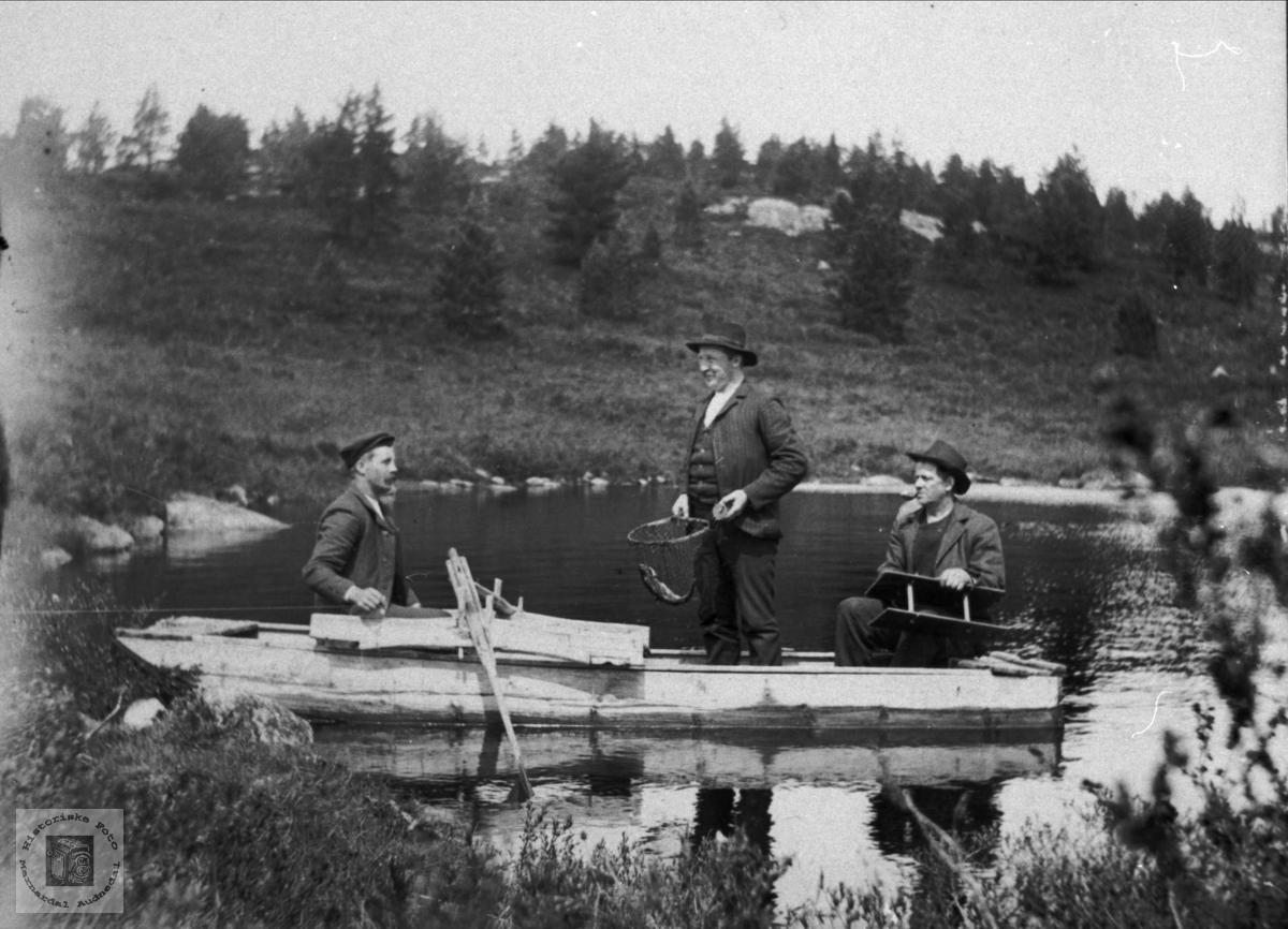 Tre fiskere. Fredrik, Neset, Bjørn Homme og Ola Granli.