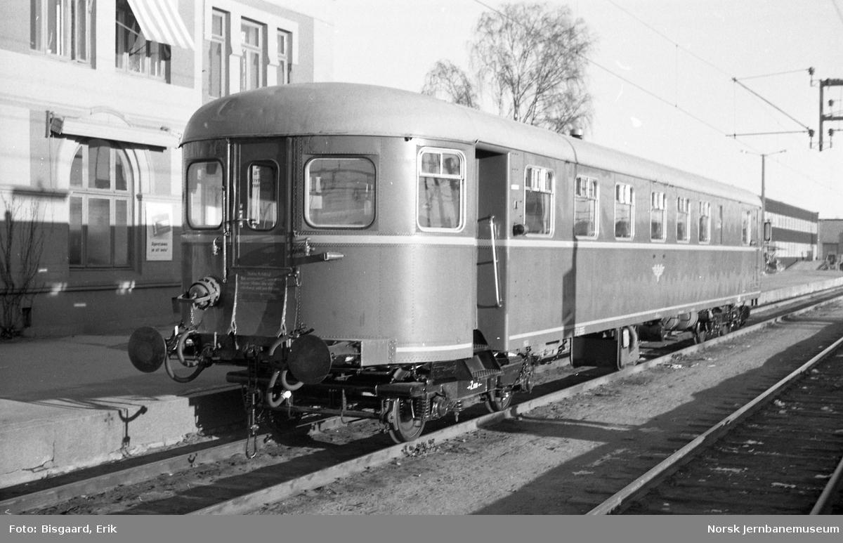 Styrevogn for motorvogn, litra BFS 86,  på Hamar stasjon