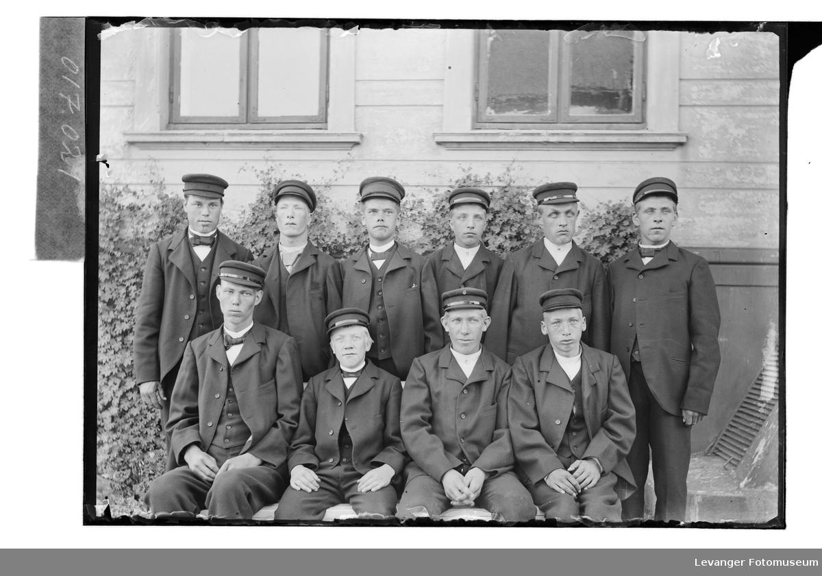 Elever på Røstad skole.