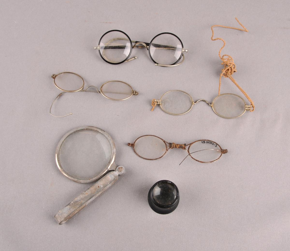 Fire par briller og to luper.