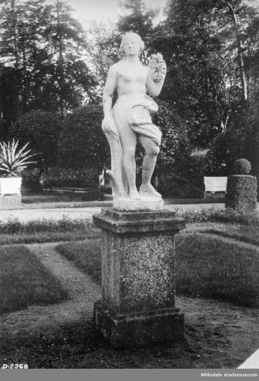 Staty i Gunnebo slottspark, 1920-tal.