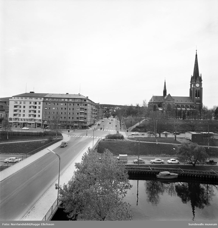 Gustav Adolfs kyrka i Sundsvall. Exteriörbild tagen från snickerifabrikens tak, Badhusparken.