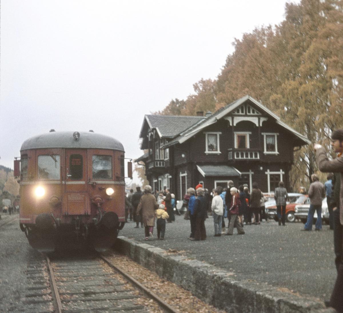 Ekstratog for Norsk Jernbaneklubb på Skreia stasjon.