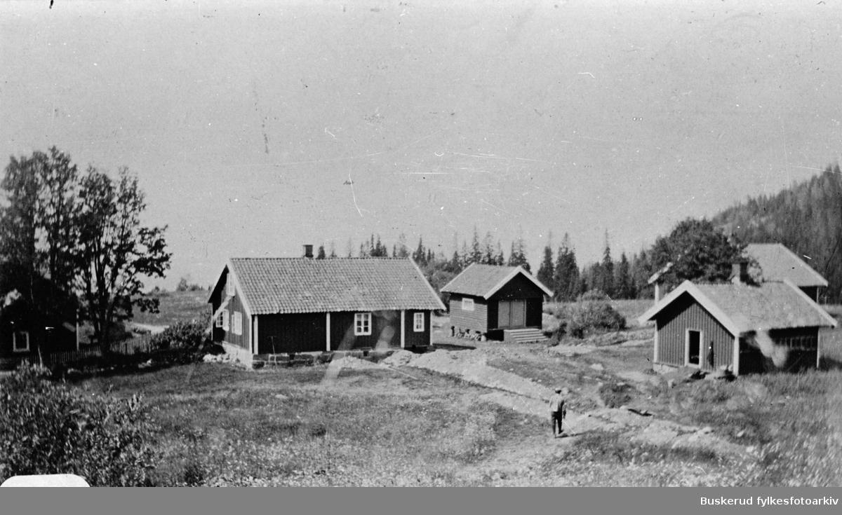 Stubdal gård i Åsa. På denne tiden var det to gårder på Stubdal. Vannledningen er nettopp lagt.
