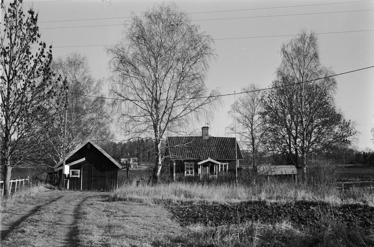 Vy över Tjälinge 7:2, Haga, Skogs-Tibble socken, Uppland 1985