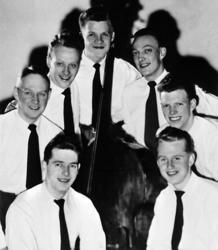 Douglas Holmstedts orkester, 1954. Medlemmarna var, nedifrån