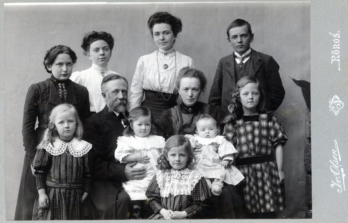 Gruppebilde av familien Stengel.