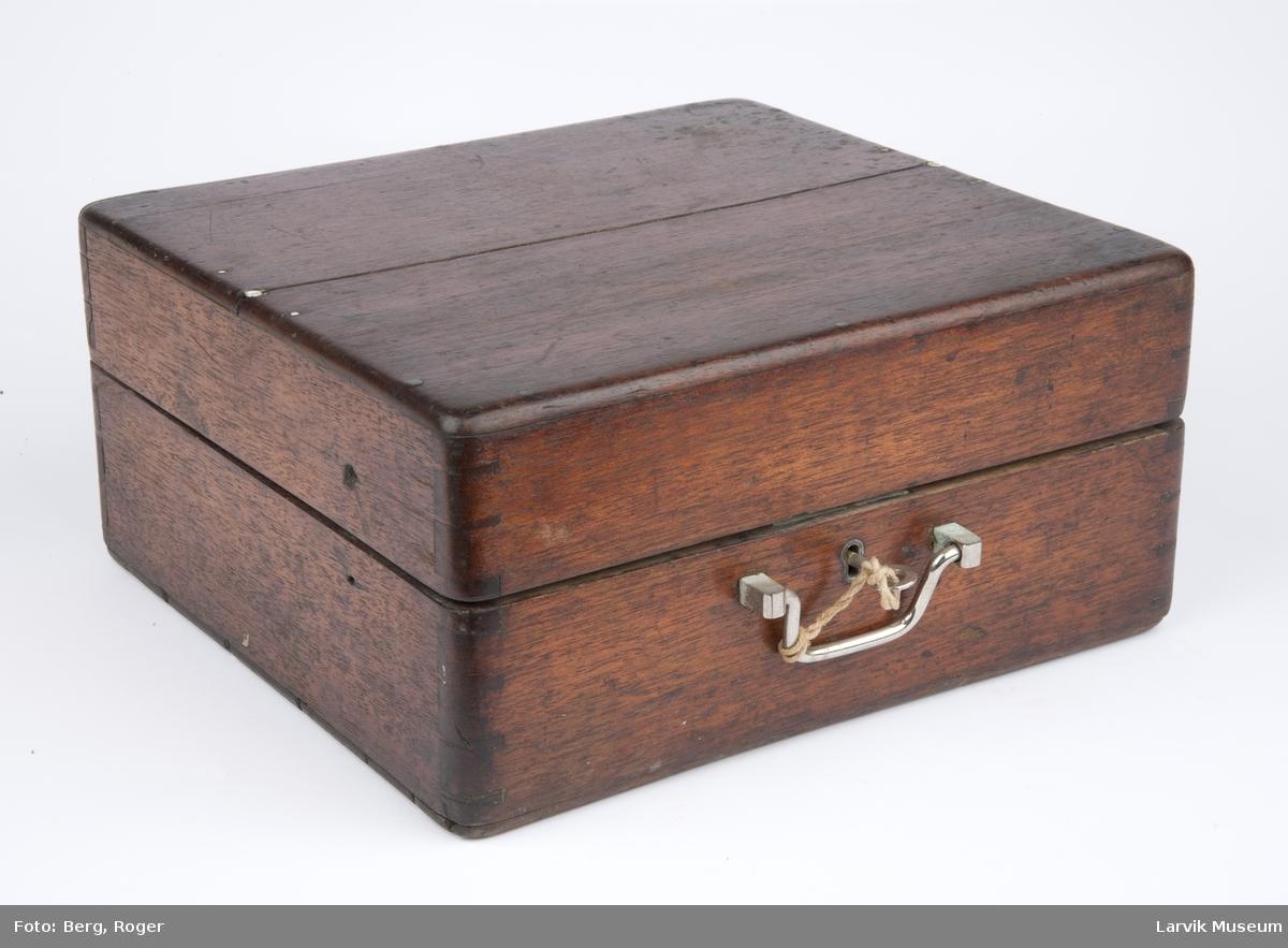 Sekstant m sølvbue i kasse, nøkkel