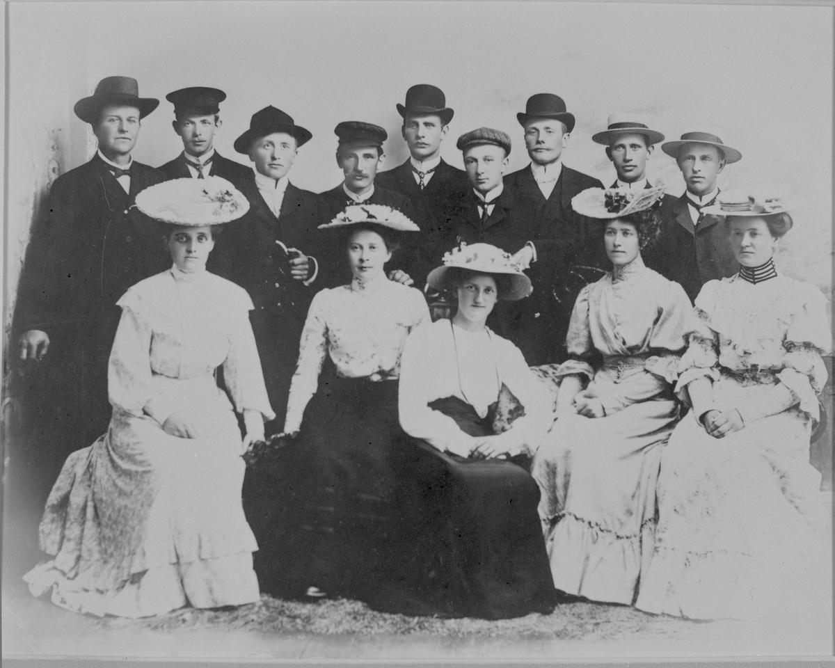 Enebakk Ungdomsforening på stevne på Blaker (Skugstad)  1906.