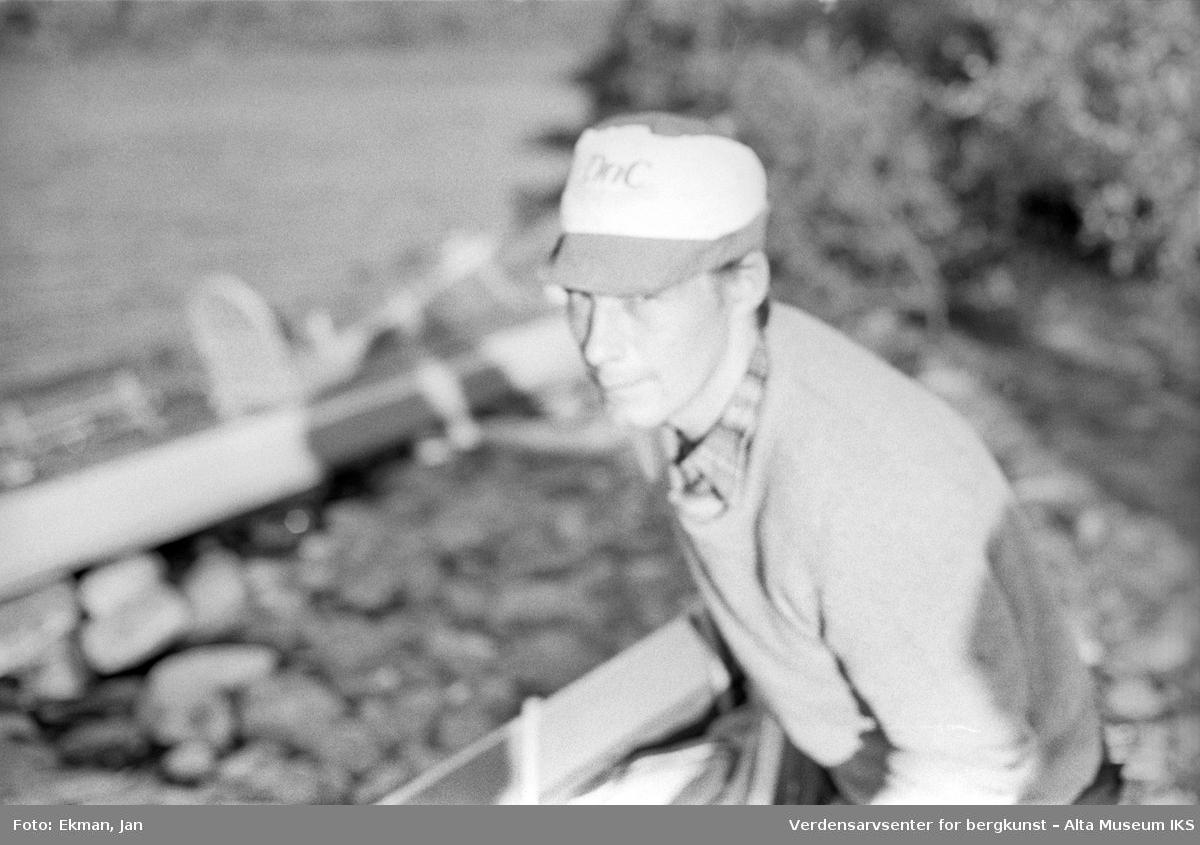 Landskap med personer. Fotoserie: Laksefiske i Altaelva i perioden 1970-1988 (av Jan Ekman).