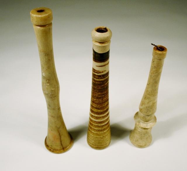 Tre piper av stein