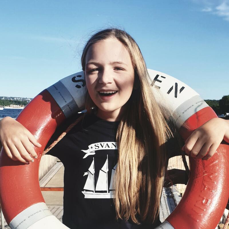 Jente med en redningsbøye (Foto/Photo)