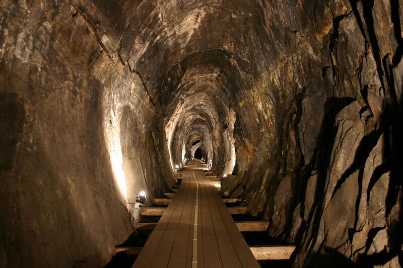 Oval gruvegang som er laget ved hjelp av fyrsetting. (Foto/Photo)