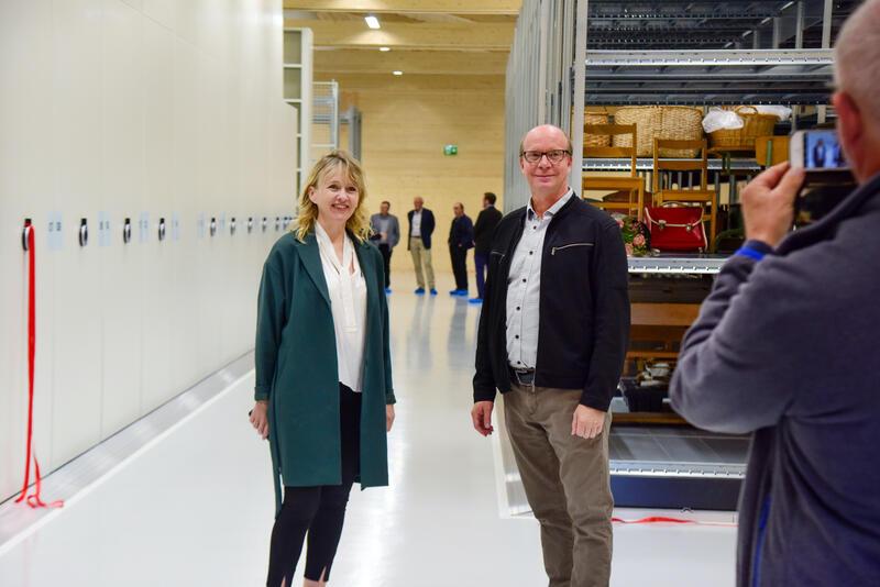 Venstrepolitiker Ketil Kjeset har løftet fram prosjektet. Statssekretær i Kulturdepartementet, Gunhild Berge Stang, var glad for å  åpne magasinet. (Foto/Photo)