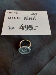 Lilje Ring, liten. kr 495,- (Foto/Photo)