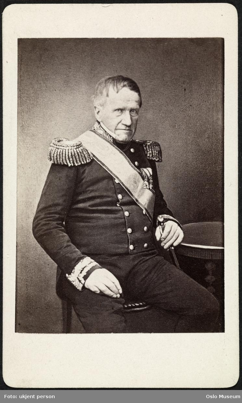 portrett, mann, generalmajor, uniform, sittende knefigur