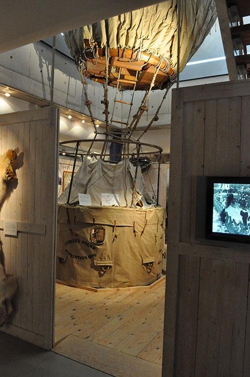 Interiör från dåvarande Andréeutställningen på Grenna Museum.