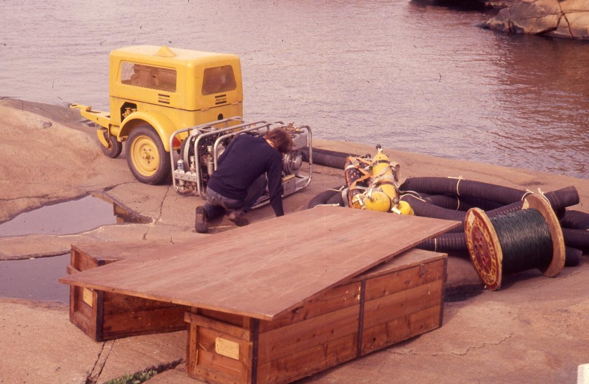 Felt 1967. Tilrigging. Transport, pumpe, slanger og kasser.