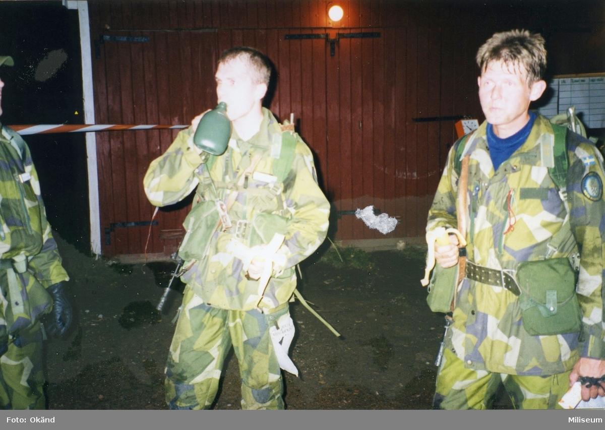 Gruppfälttävlan eller officersprov. Laget är från Ing 2. Major Tomas Lööf till höger.