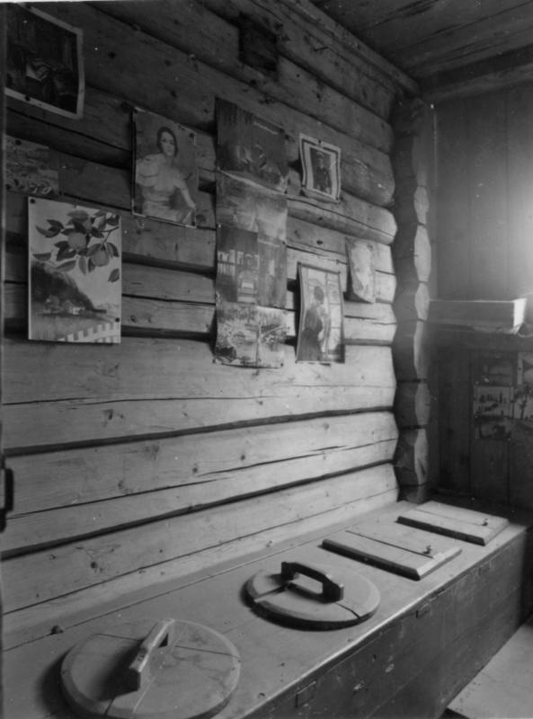 Fotodokumentasjon av utedo ved Tingelstad landhandleri, 1986. Foto: Tore Sandahl. Eier: Randsfjordmuseet. (Foto/Photo)