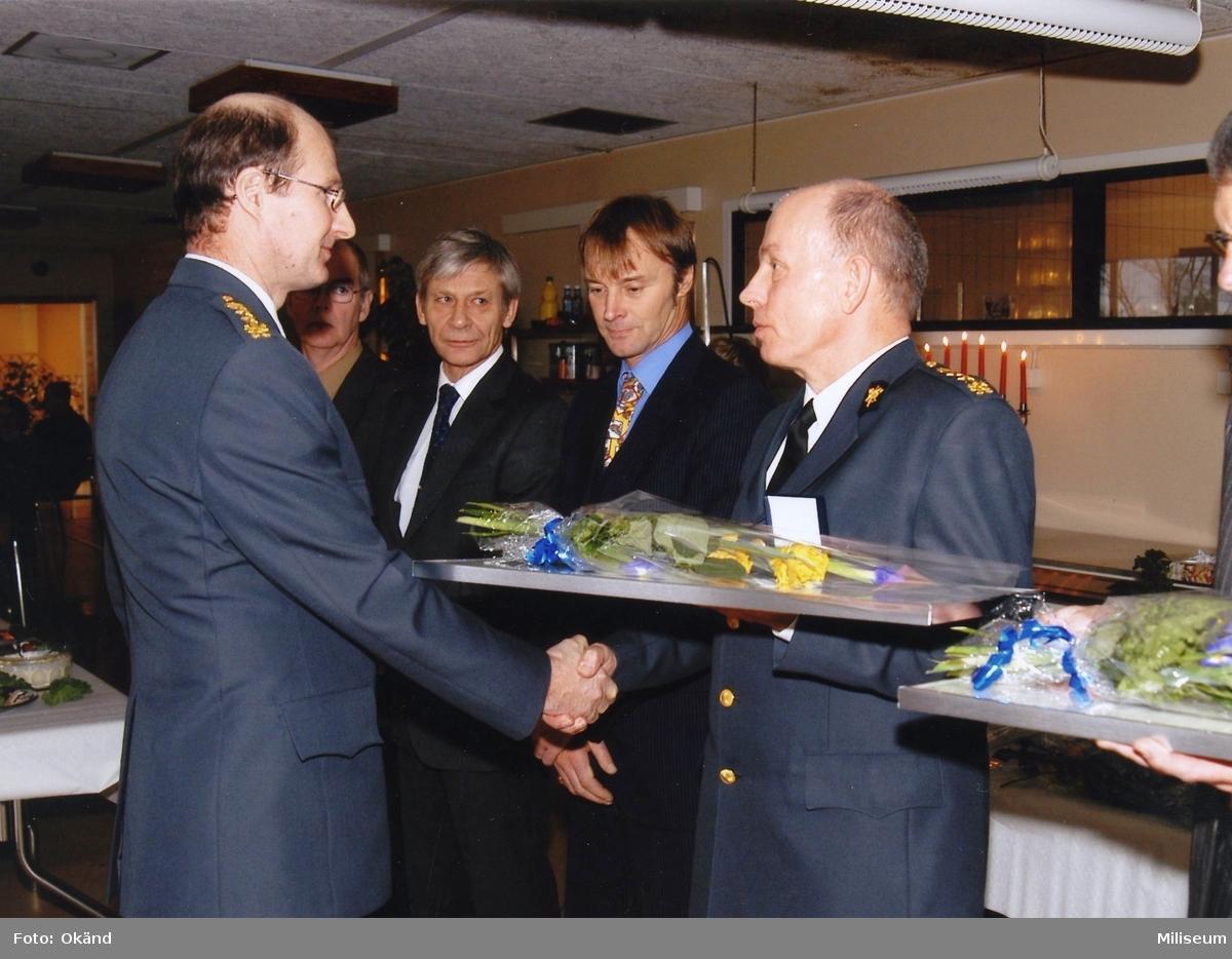 Pensionsavtackning. Från vänster överste Anders Stenström Ing 2, ?, Tommy Andersson Ing 2, Åke Albertsson, Ing 2 och Lennart Blom, Ing 2/Farb S.