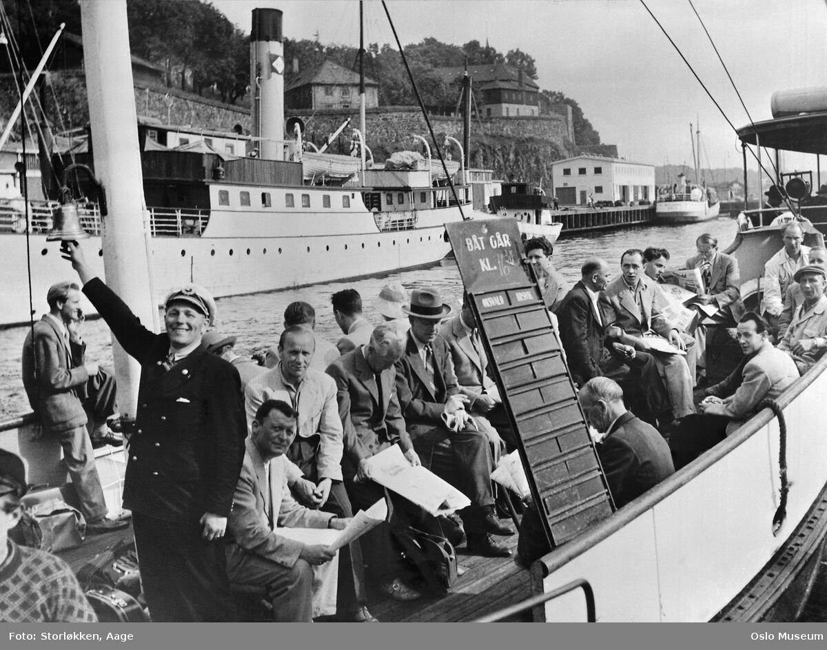 D/S Bundefjord er klar til avgang. Ca. 1950. Foto: Aage Storløkken, Oslo museum. (Foto/Photo)
