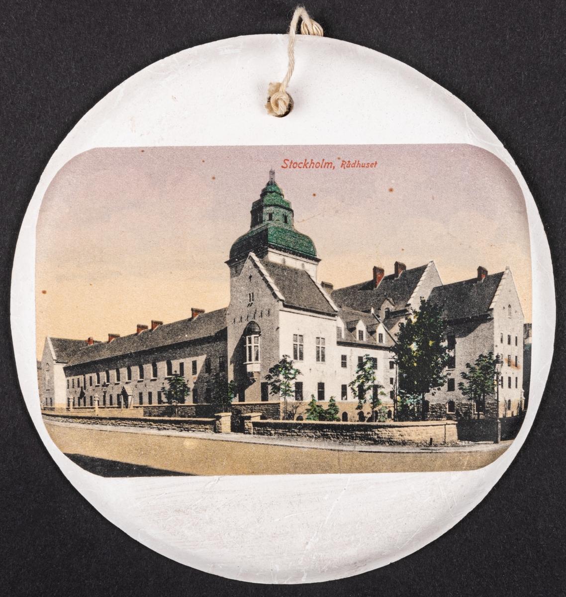 Gipsplatta med Stockholms rådhus.