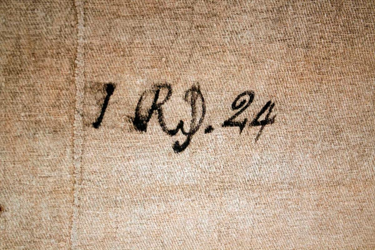 """Bonadsmålning, dalmålning av """"AAS"""" (förmodat Djäken Anders Andersson d y), Ullvi, Leksand. Målad på väv. Belsassars gästabud (Dan 5). Text: """"Belsasers. Gästabud och Syn  Daniels. 5. Cap  Målat  År 1819.  AAS I ullwi"""" och i motivet: """"Mane.  .Mane Tekel"""". På målningens baksida står skrivet med svart text: """"Åhl T. 93"""" och """"I RD. 24."""" Monterad."""