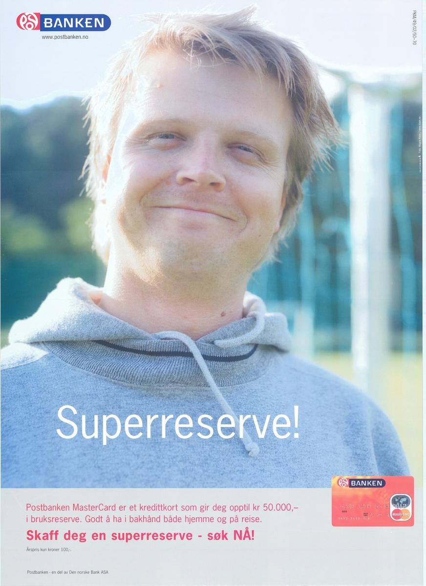 Plakat med fotomotiv og tekst. Tosidig plakat med tekst på bokmål og nynorsk på hver sin side.