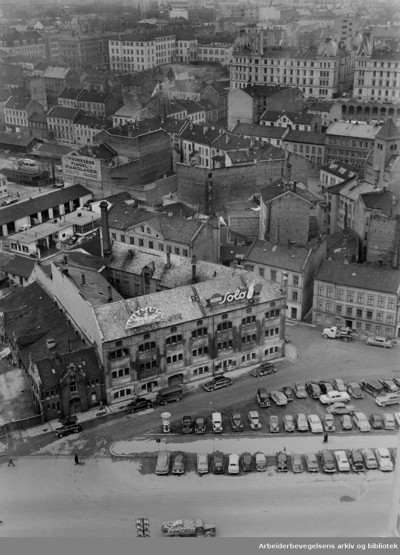 Vestre Vika sett fra Rådhuset. April 1954