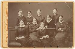 Kabinettsfotografi - elever vid Nisbethska skolan, Uppsala