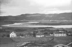 Gården til Simon Leinum, Leinan øvre med utsikt til Gaula og