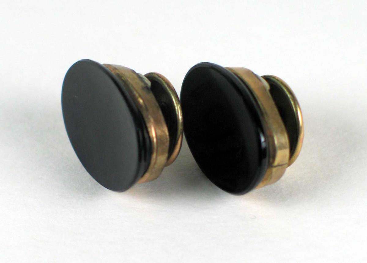 Et par ovale mansjettknapper gull og svart onyx.