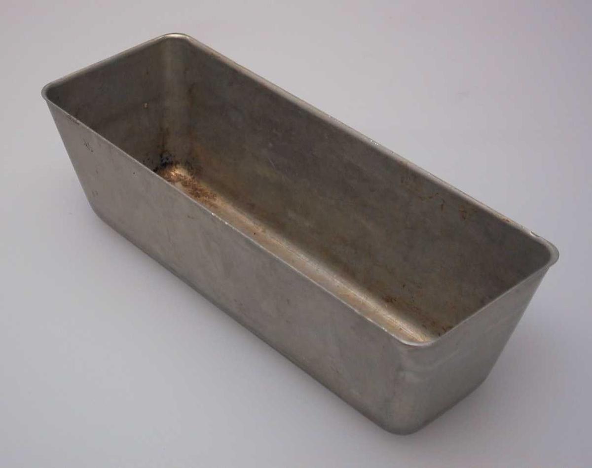 Rektangulær kakeform laget i aluminium.