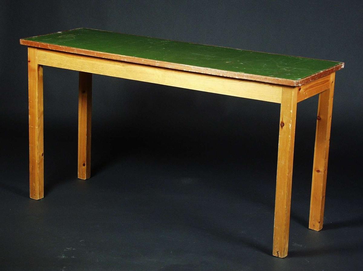 Et smalt langt bord i furu og bøk Bordplaten er malt grønn. Bordet har fire ben.